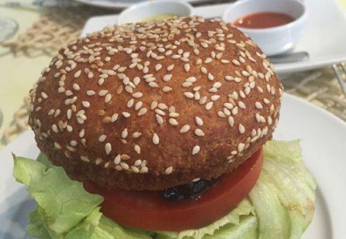 hamburguer-grao-de-bico-grao-fino-600x415