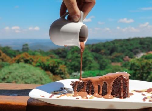 torta_caprese_com_crema_di_cioccolato_belga